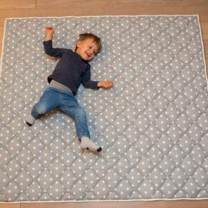 Pihe Puha Szürke-Csillagos Játszószőnyeg Vízálló, Csúszásmentes Hátoldallal 130×150